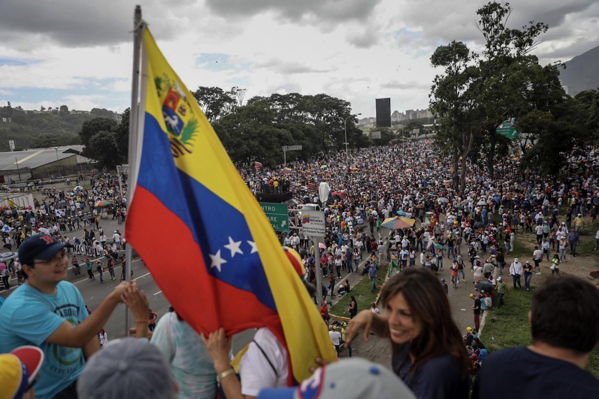Papa Francisco pede 'solução democrática' na Venezuela