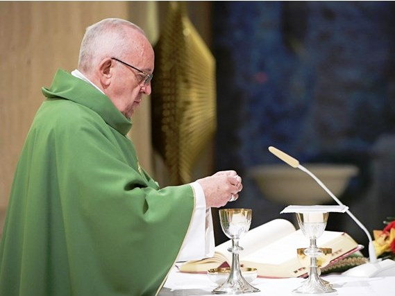 Vídeo: Papa critica uso de telemóveis na missa