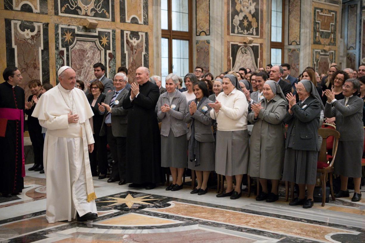 Chefe da ONU critica EUA, e Papa fala pela paz