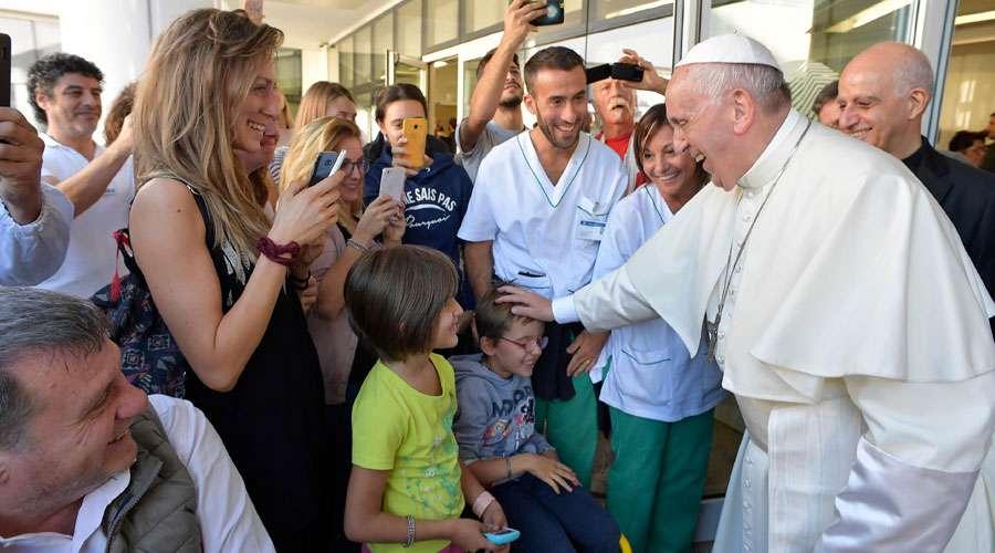 Teólogos conservadores acusam o Papa de heresia e pedem