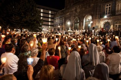 Porto: Procissão da Luz percorre as ruas da cidade da Virgem