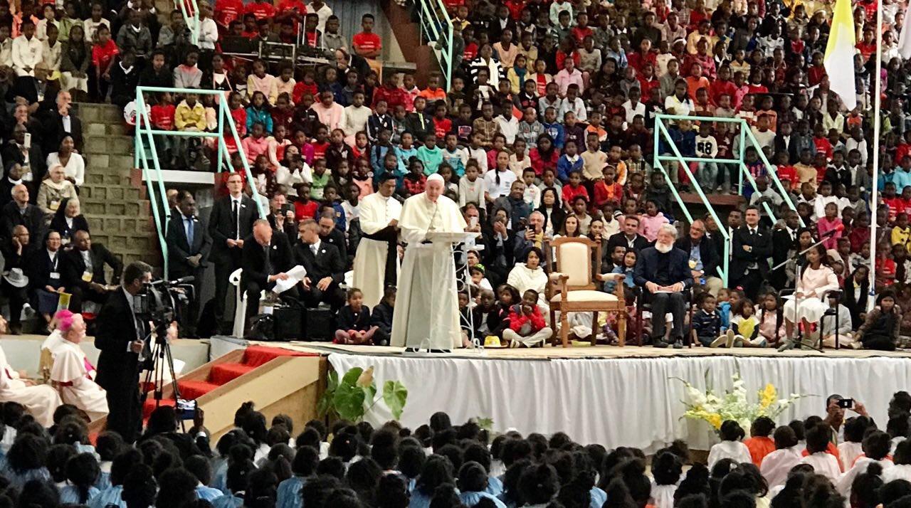 """Resultado de imagem para """"A pobreza não é uma fatalidade!"""" A mensagem do Papa Francisco aos jovens de Madagascar"""
