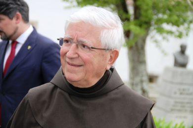 Igreja/educação: Padre Vítor Melícias recebe medalha de ouro do Ensino Privado