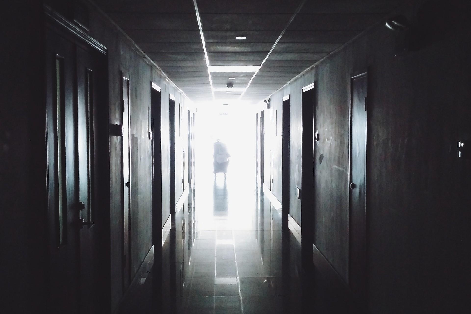 hospital_corredor_p/b