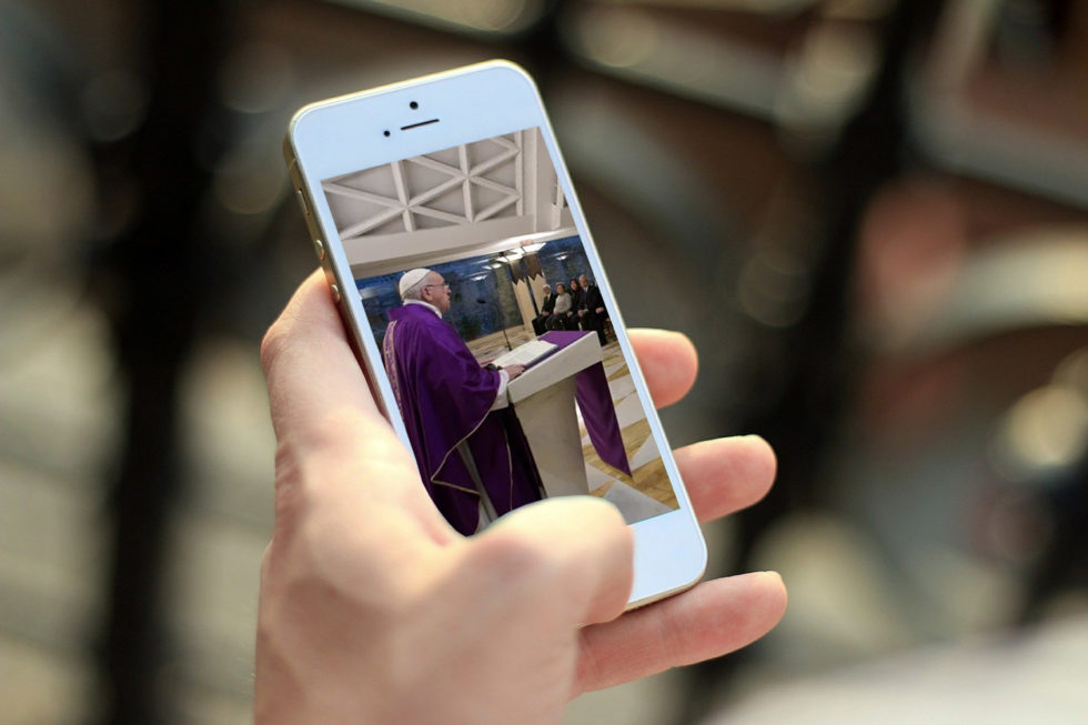 Covid-19: «Templos» e liturgias no ambiente digital